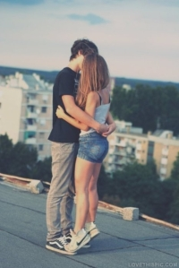 13678-Rooftop-Kiss